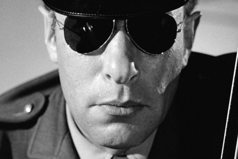 The highway patrol officer (Mort Mills) in Psycho (1960)