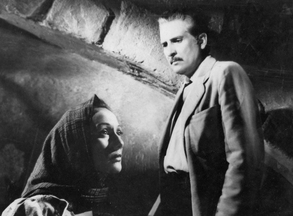With Estela Inda in El rebozo de Soledad (1952)