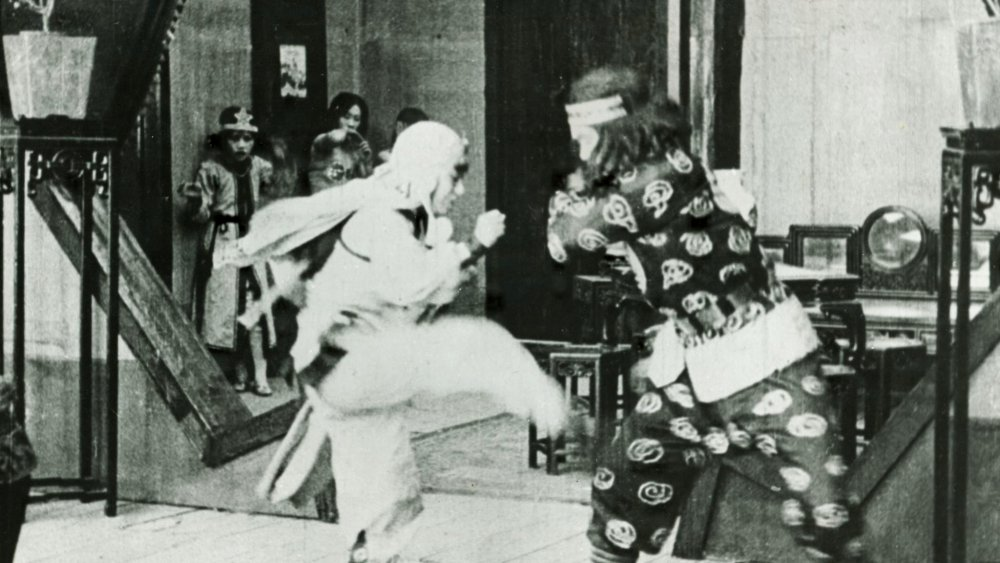 Fan Xuepeng as Gu Yun (left) in The Red Heroine (1929)