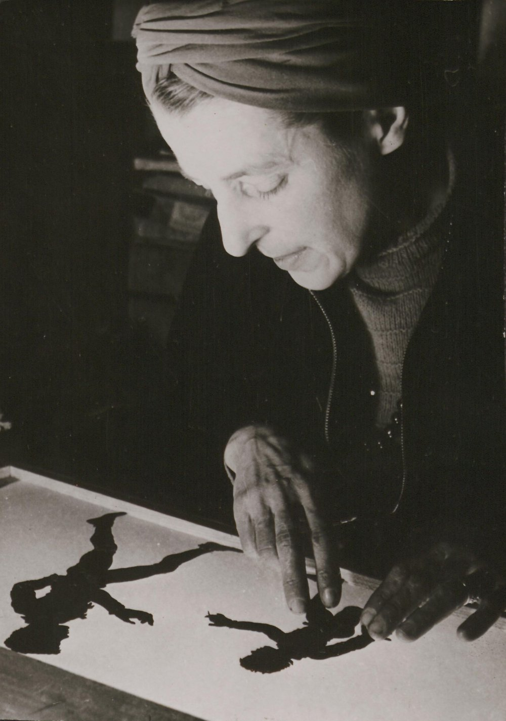 Lotte Reiniger animating two cut-out figures