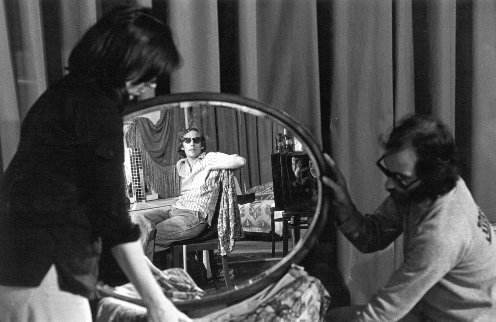 Shooting Riddles of the Sphinx (1977): Peter Wollen (in mirror)