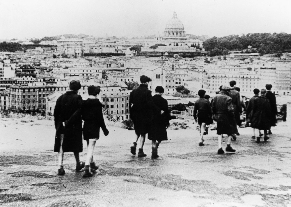 italian neorealism vs classical hollywood cinema