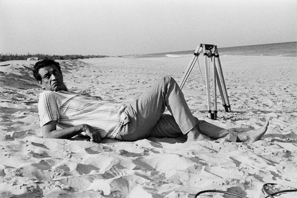Ray on location at the Shore Temple beach on the outskirts of Madras city during the filming of Bala (1976), about the legendary Bharata Natyam dancer Balasaraswati
