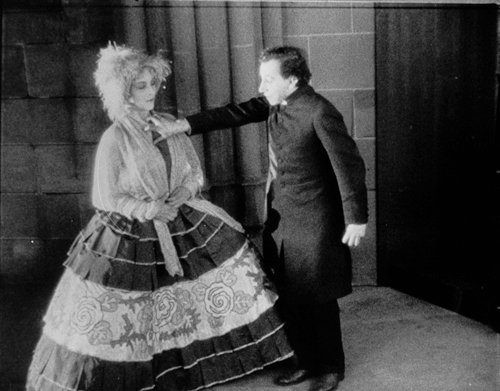 The Seashell and the Clergyman (1928)