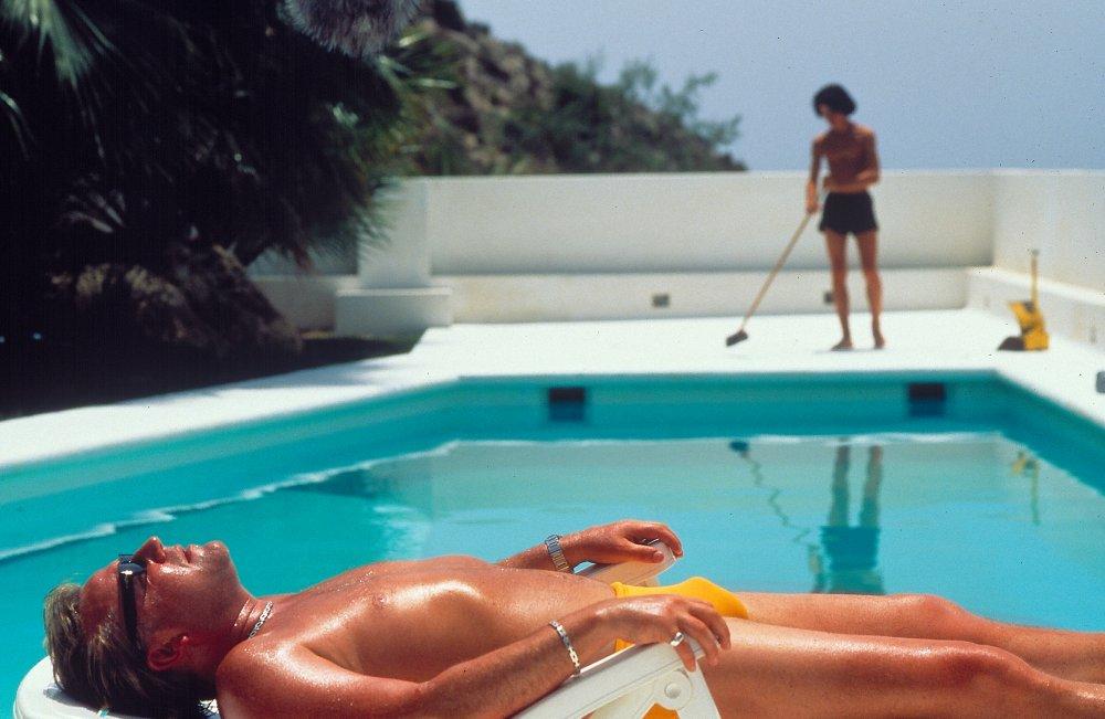 Sexy pool wife photos