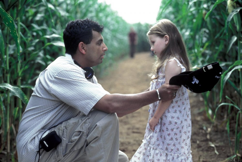Shyamalan directing Abigail Breslin on Signs (2002)