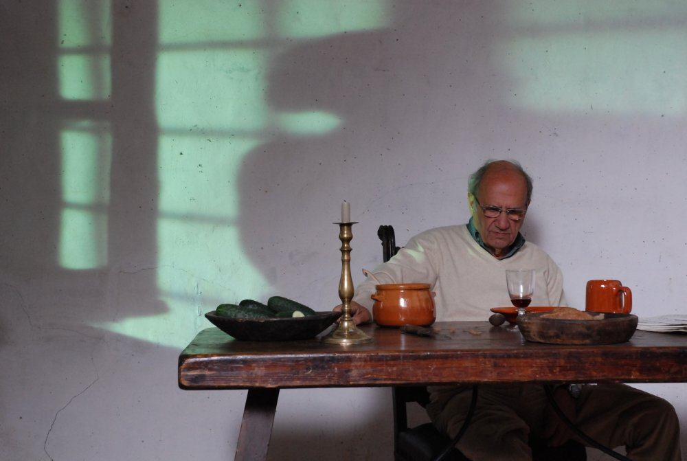 Pere Portabella on the set of his 2007 Silence Before Bach