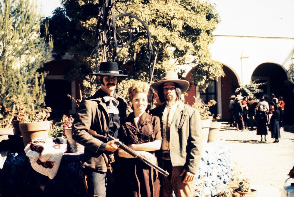 Garner Simmons, his wife Sheila and stuntman Whitey Hughes on location on Alfredo Garcia