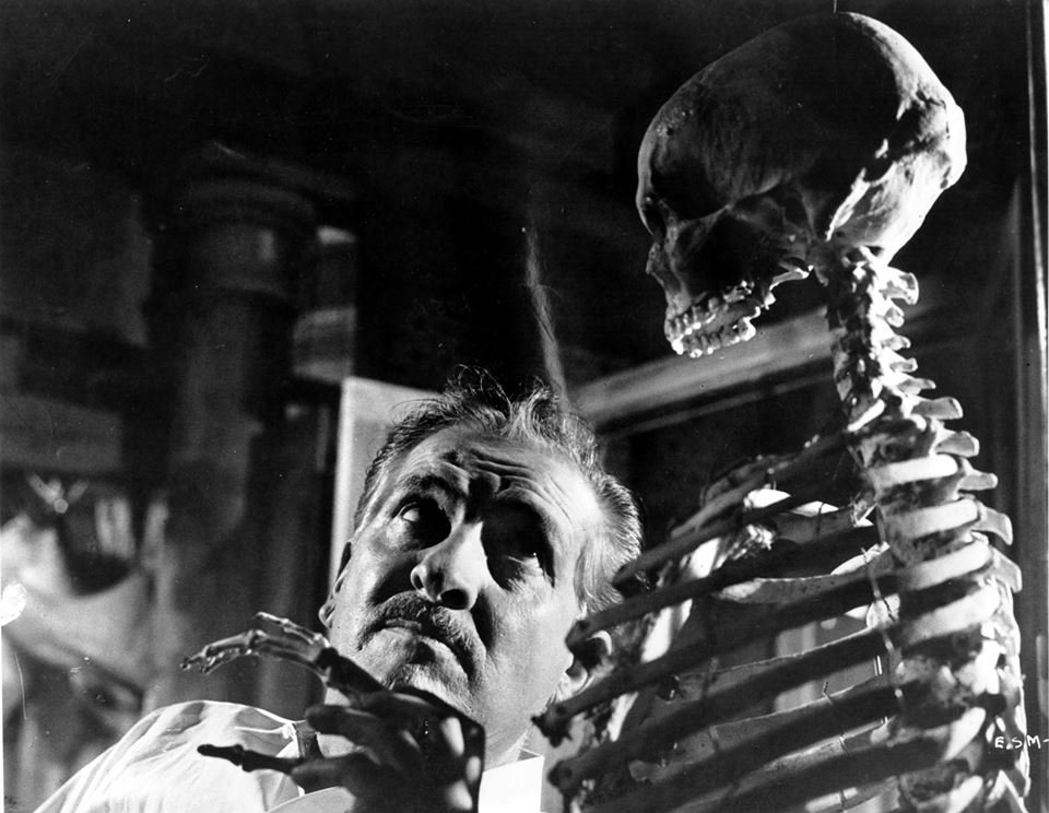 The Skeleton of Mrs. Morales (El Esqueleto de la señora Morales, 1960)
