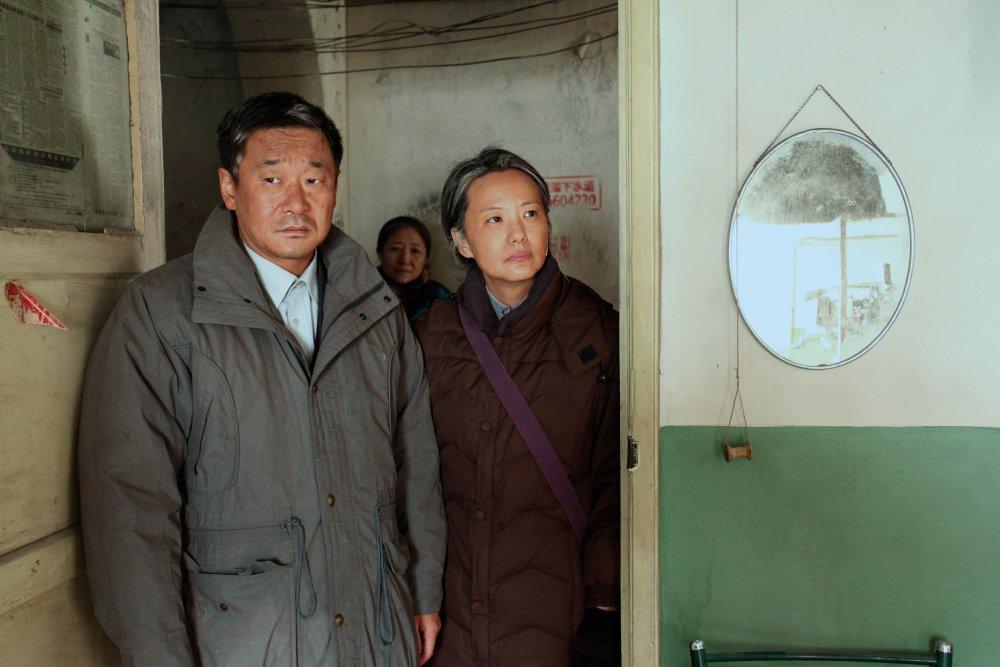 Wang Jingchun as Yaoyun and Yong Mei as Liyun in So Long My Son (Di jiu tian chang)