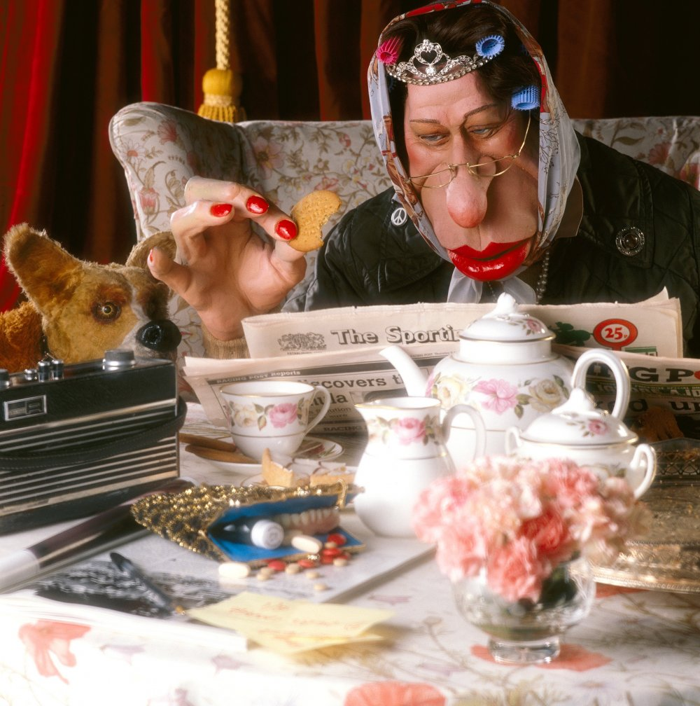 The Queen having tea, 1989