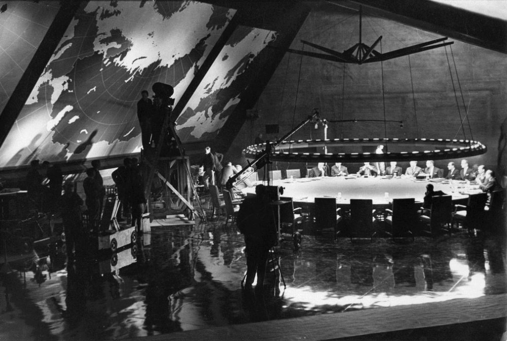 Behind the scenes of Dr. Strangelove's war-room set