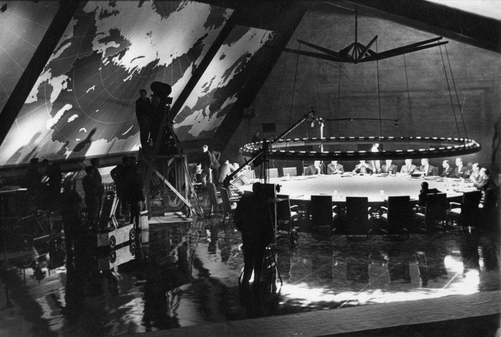 Behind the scenes of Dr. Strangelove's war-room set