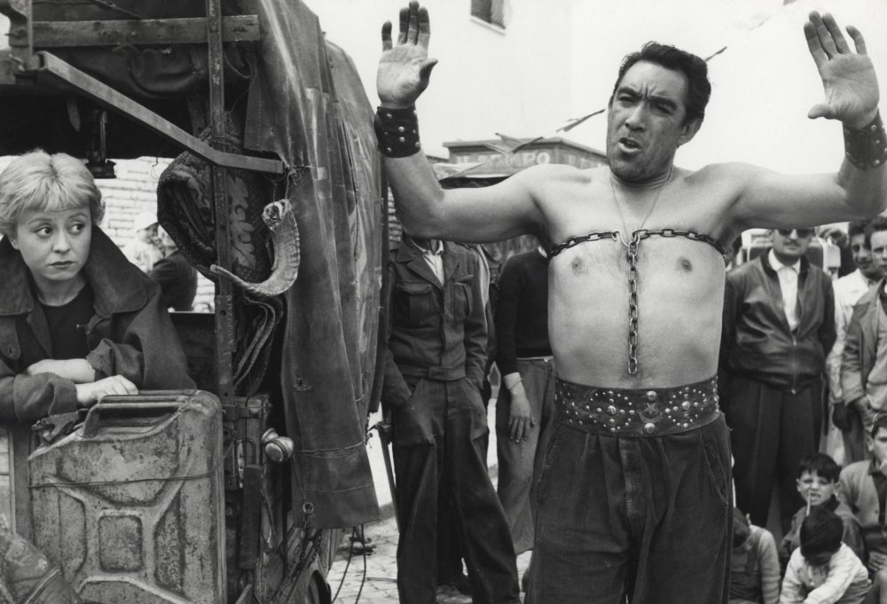 Anthony Quinn as Zampanò