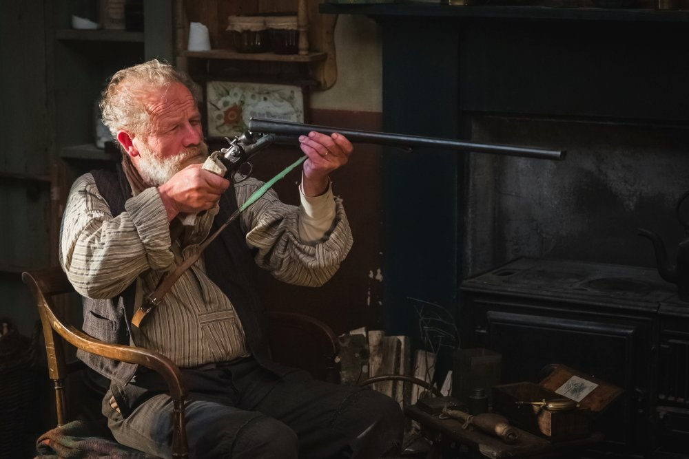 Peter Mullan as Chris's domineering father John Guthrie