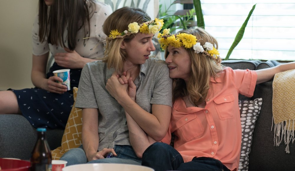 Zoe Kazan and Holly Hunter in The Big Sick (2017)