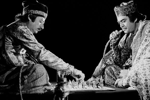 Saeed Jaffrey and Sanjeev Kumar in The Chess Players (1977)