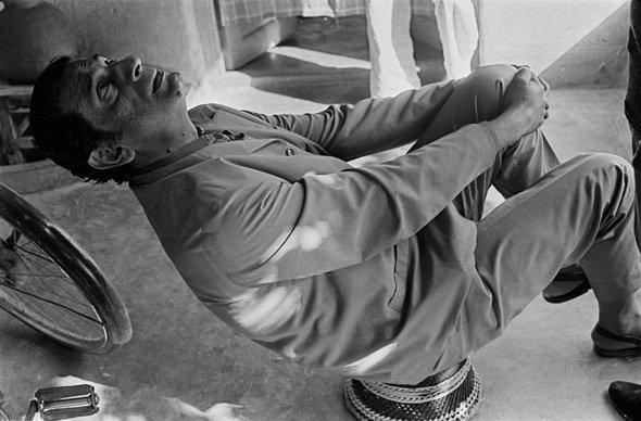 Ray on location in Santiniketan during the filming of The Inner Eye (1972), his documentary on artist Benode Behari Mukherjee