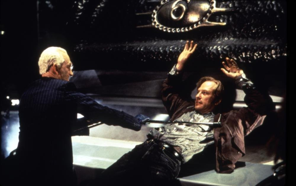 Guignol excess: Robert Englund and Ted Levine in The Mangler (1995)