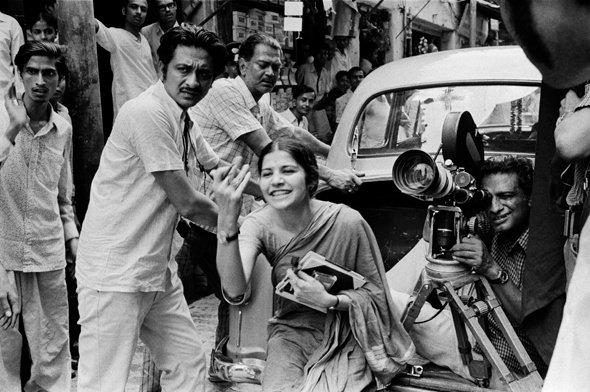Ray behind the camera with crew and assistant director Suhasini Mulay on location on Calcutta's streets for The Middleman (1975)