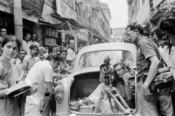 Ray behind the camera with his crew on location in Calcutta's streets for The Middleman (1975)