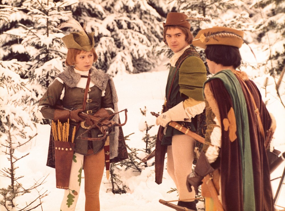 Medieval huntsman chic in the East German/Czechoslovakian fantasy Three Wishes for Cinderella (1973). You can't help but admire the accessorising, from the crossbow right down to the winter leggings with oak leaf print down one leg only