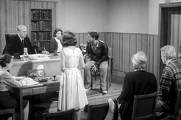 Thomas Mitchell, Pauline Hahn (back to camera) and Jess Conrad in Too Young to Love (1960)