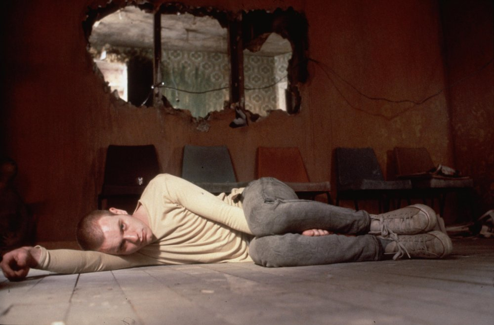 Resultado de imagen para trainspotting renton on the floor