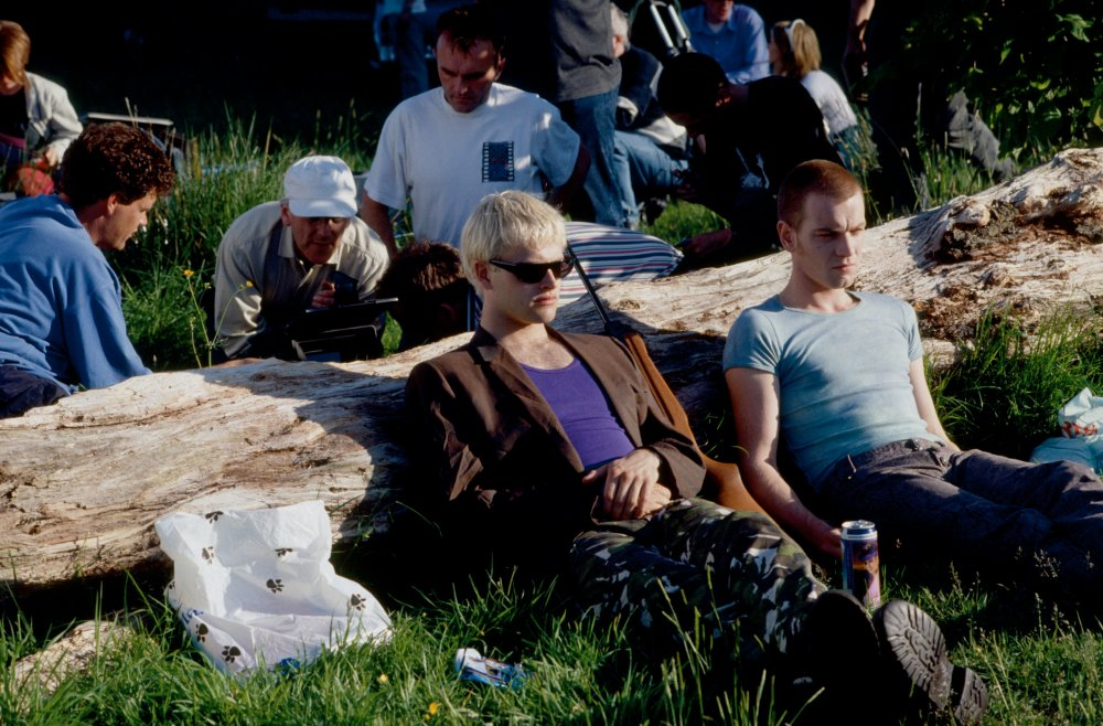 Danny Boyle, Jonny Lee Miller and Ewan McGregor filming the park shooting scene
