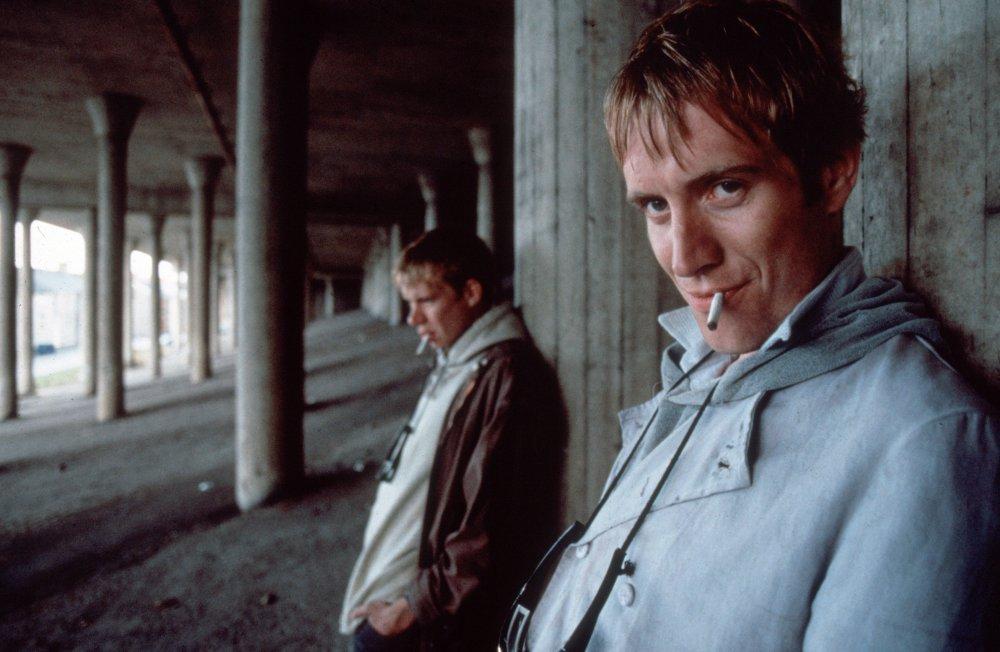 Twin Town (1997)