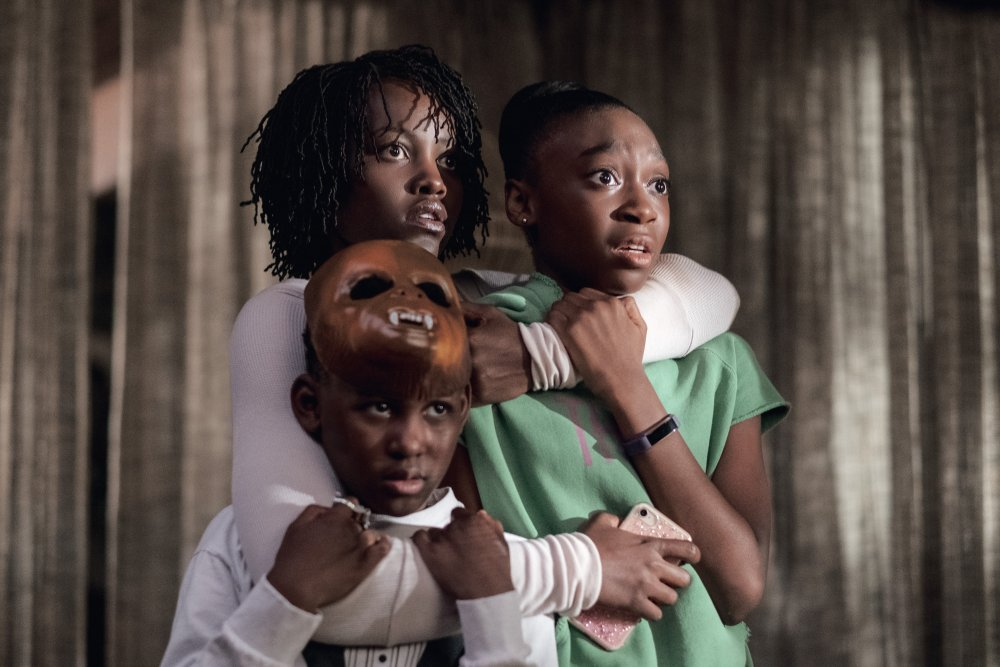 Nyong'o sa Adelaide Wilson, Alex as Jason and Wright Joseph as Zora