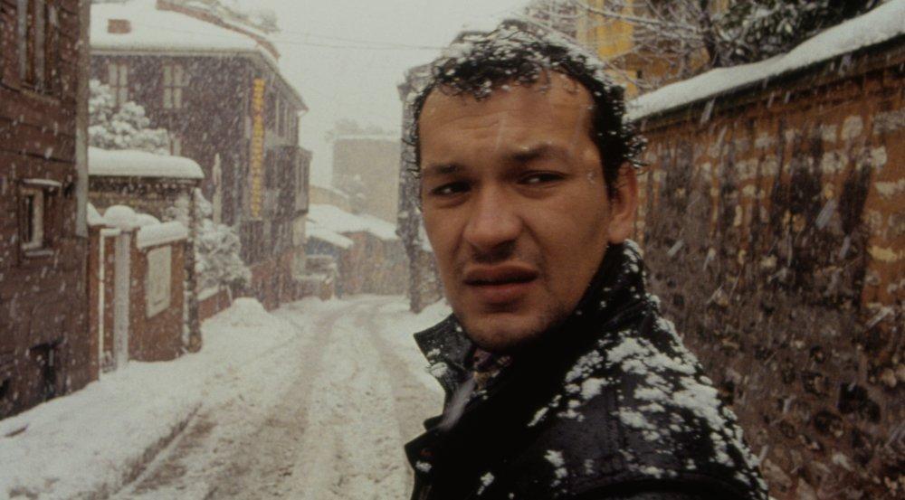 Uzak (2003)