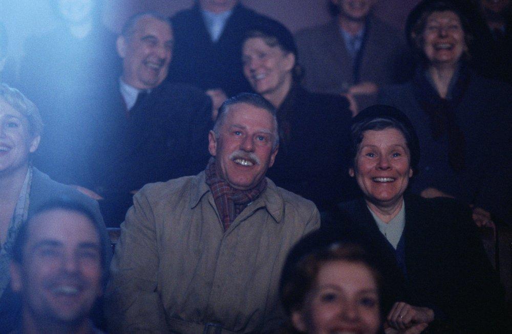 Philip Davis and Imelda Staunton in Vera Drake (2004)