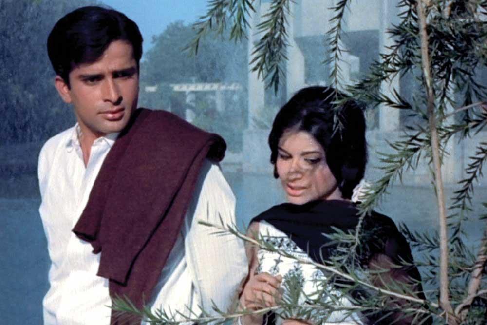 Shashi Kapoor and Sharmila Tagore in Yash Chopra's Waqt (1965)
