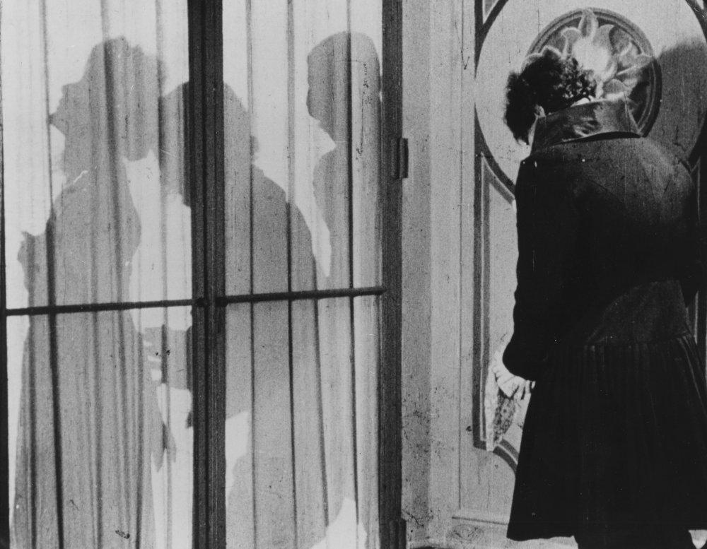 Warning Shadows (1923)