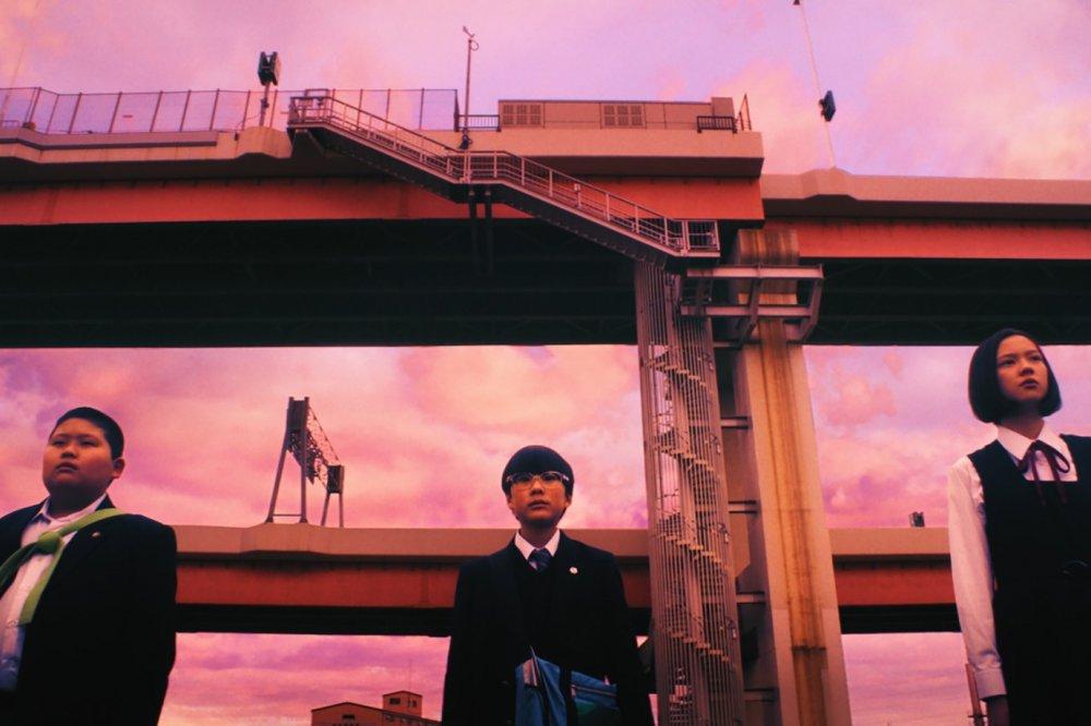 Satoshi Mizuno as Shinpachi Ishi, Keita Ninomiya as Hikari Takami and Sena Nakajima as Ikuko Ibu