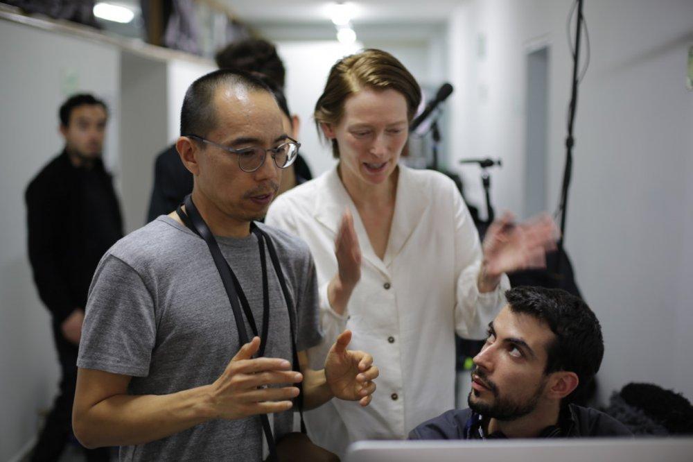 Apichatpong Weerasethakul directing Tilda Swinton on the set of Memoria (2020)