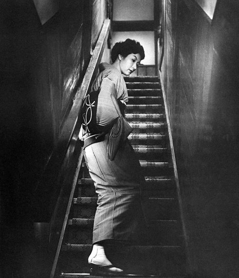 When a Woman Ascends the Stairs (1960)