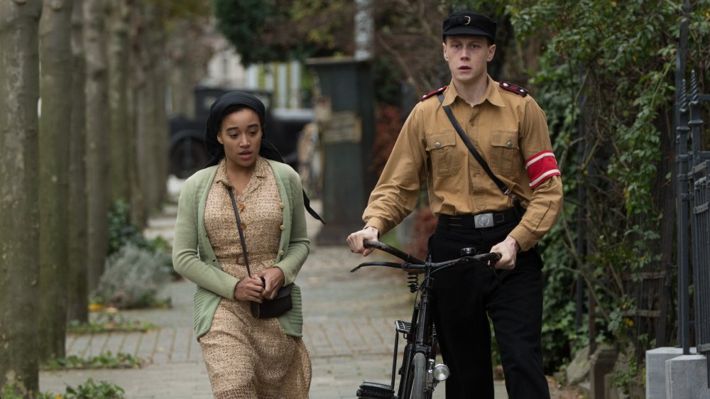 Amandla Stenberg as Leyna and George MacKay as Lutz in Where Hands Touch