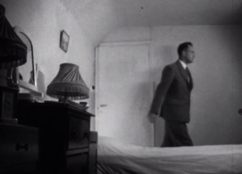 The hotel room in the 1956 version