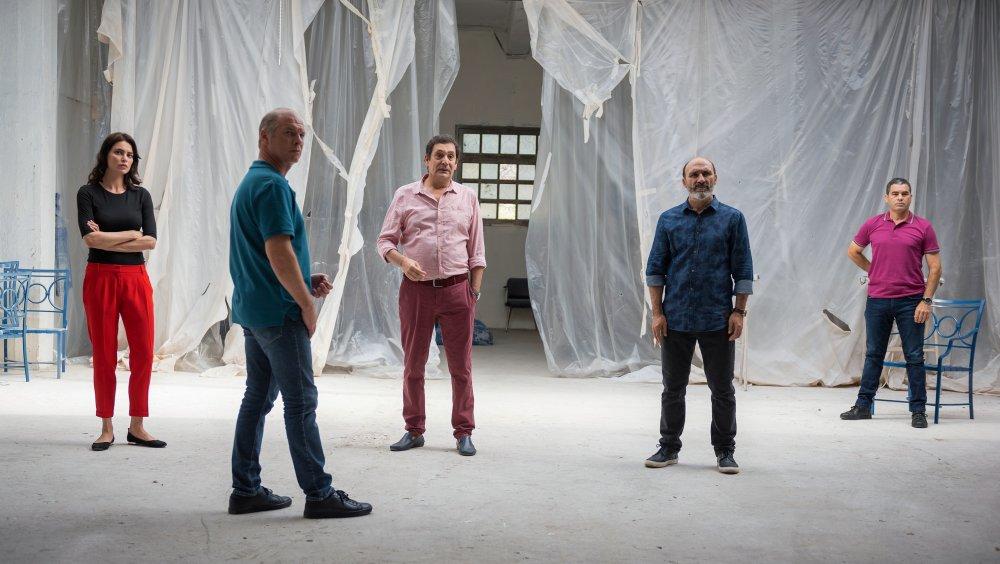 Catrinel Marlon as Gilda, Vlad Ivanov as Cristi, Antonio Buil as Kiko, Agustí Villaronga as Paco and Francisco Correa in The Whistlers (La Gomera)