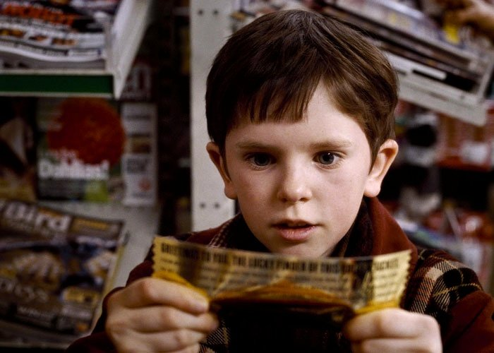 Charlie gets the ticket in Willy Wonka & The Chocolate Factory (1971)