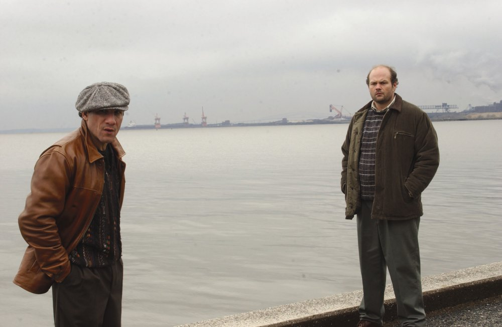 Dealer Spiros 'Vondas' Vondopoulos (Paul Ben-Victor) with union leader Frank Sobotka (Chris Bauer) in season two