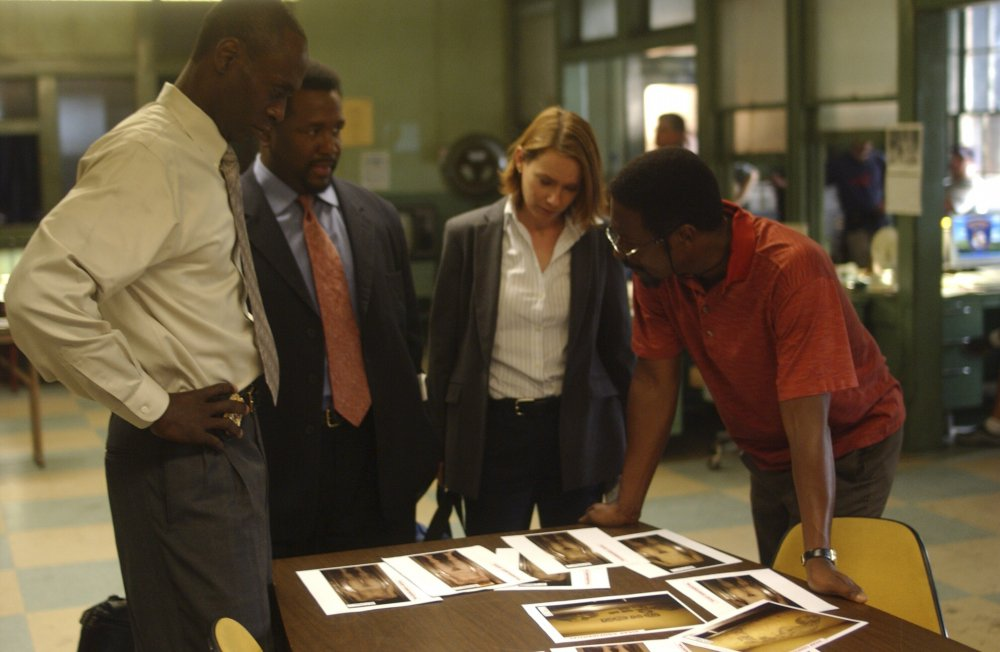 Lieutenant Cedric Daniels (Lance Reddick) with Bunk, Beadie Russell and Lester Freamon in season two