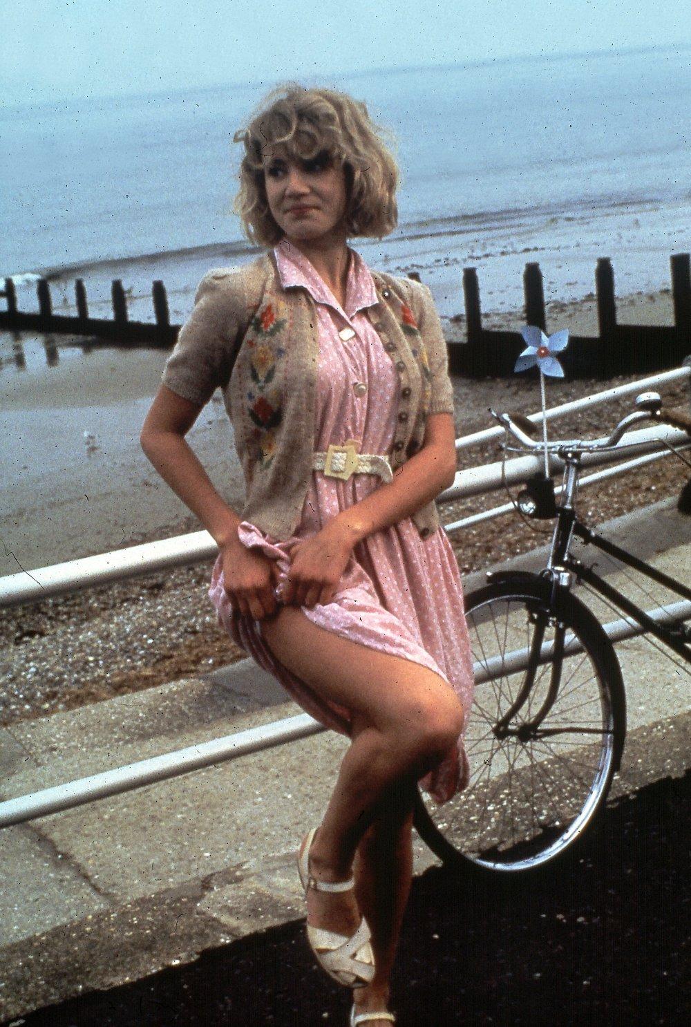 Emily Lloyd (born 1970) nude (32 photos), Ass, Is a cute, Feet, underwear 2019