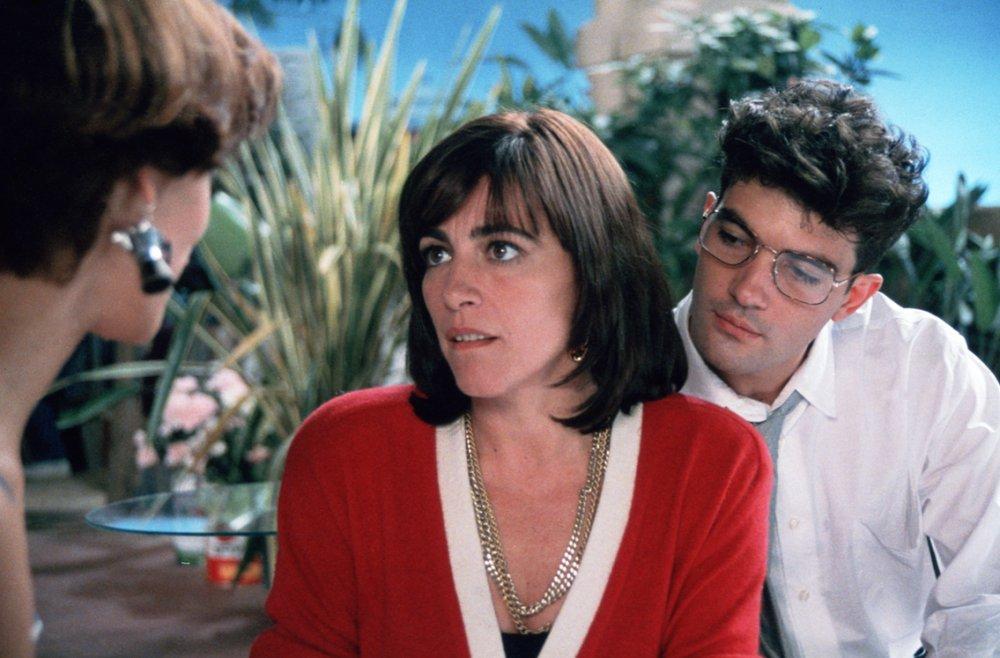 Maria Barranco, Carmen Maura and Antonio Banderas in Women on the Verge of a Nervous Breakdown (1989)