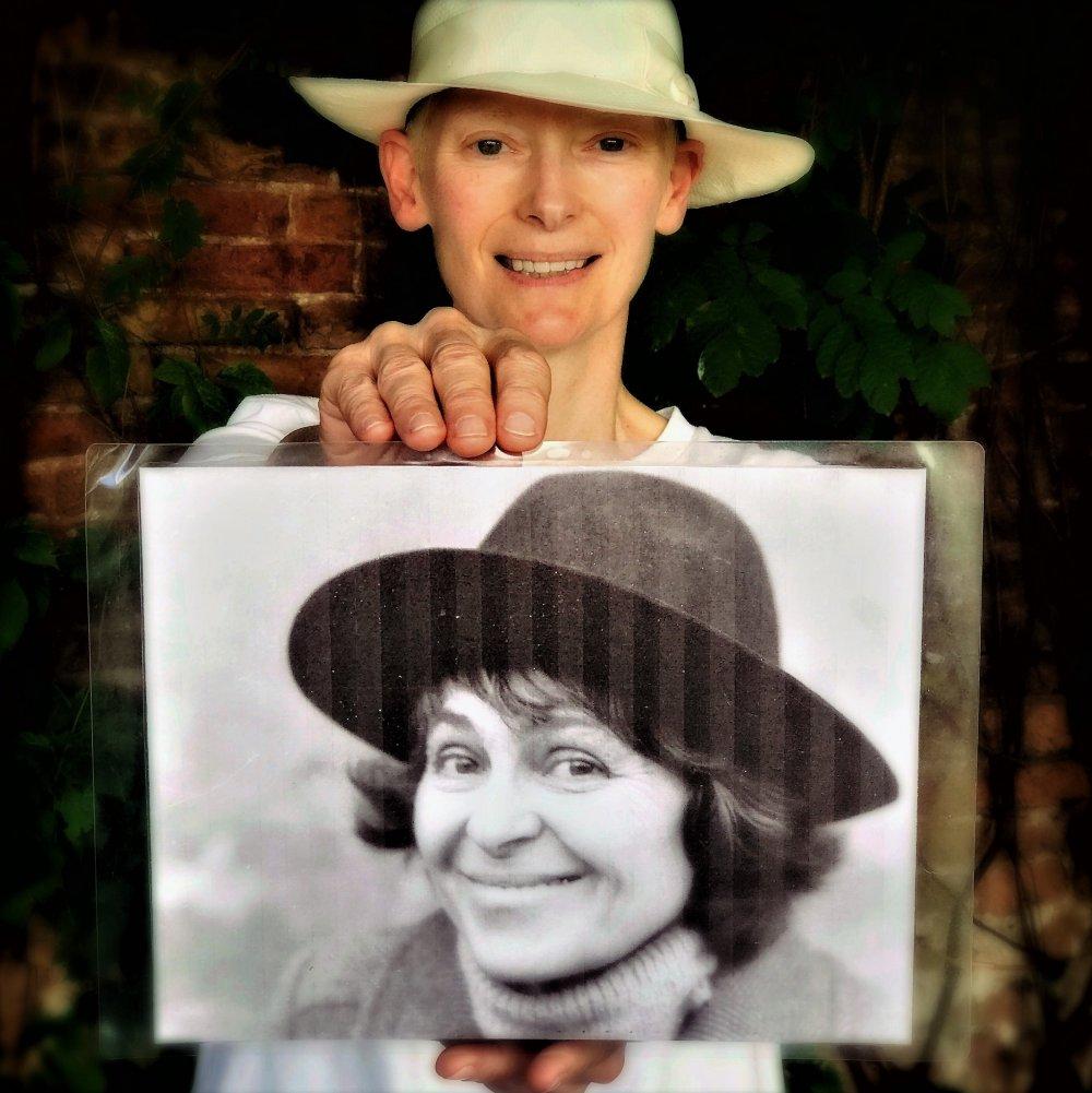 Tilda Swinton with a photo of Kira Muratova