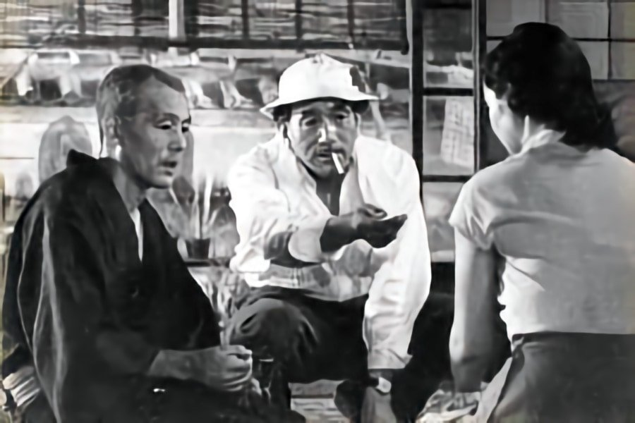 Ozu directs Ryu Chishu and Hara Setsuko on the set of Tokyo Story (1953)