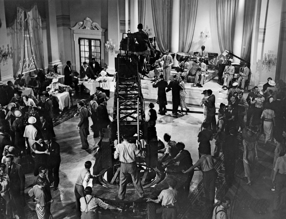 Setting up the crane shot in Young and Innocent (1937)