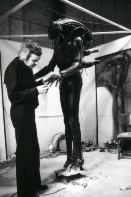 H.R. Giger prepares the model for Alien (1979)
